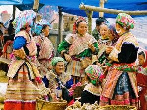 POPULAR HANOI TOUR TO SAPA - BAC HA MARKET