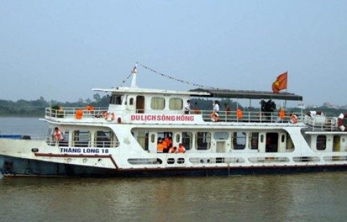 ONE DAY BOAT TRIP ON THE RED RIVER IN HANOI