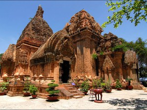 Hoi An Honeymoon Tour for Sightseeing and Beaches