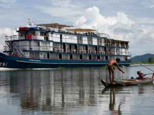 Phnom Penh Cruising Trip to Siem Reap by RV Jayavarman