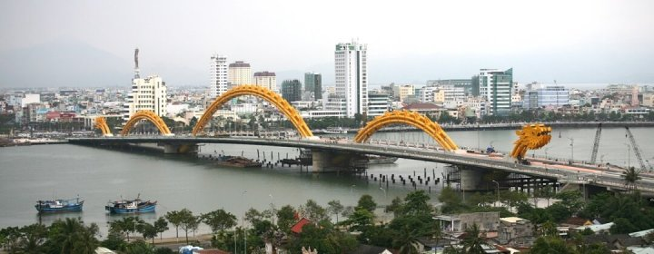 Dragon Bridge over de Han River - Da Nang (Danang), Vietnam