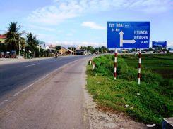 Дорожный указатель на завод Hyundai в Нячанге