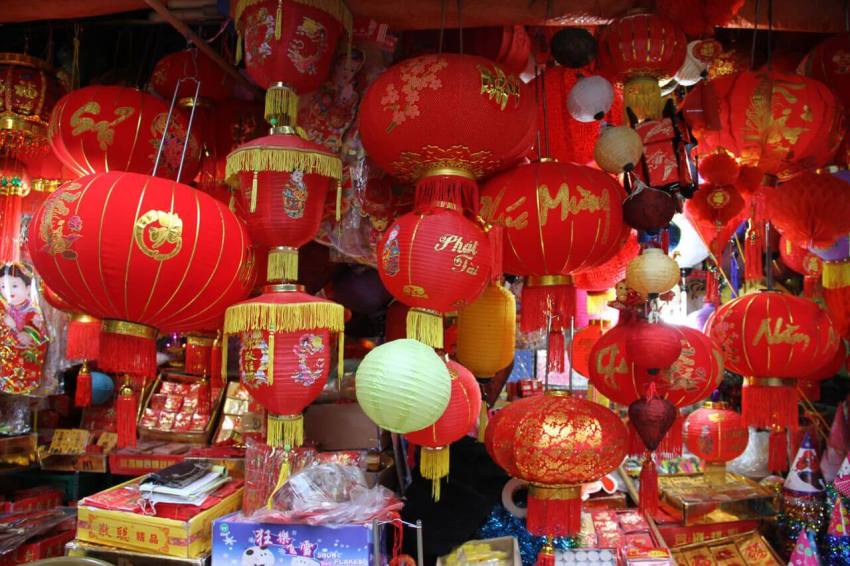Красные вьетнамские фонарики
