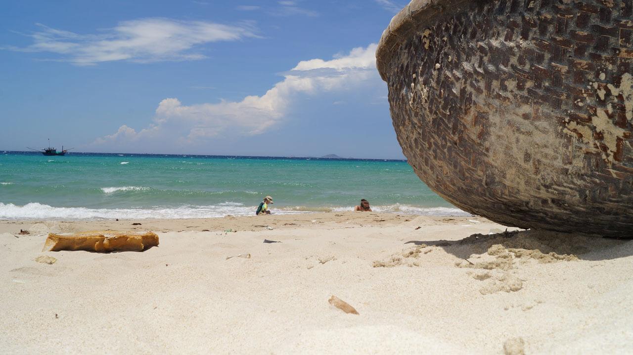 Мелкий песок на пляже Бай Дай