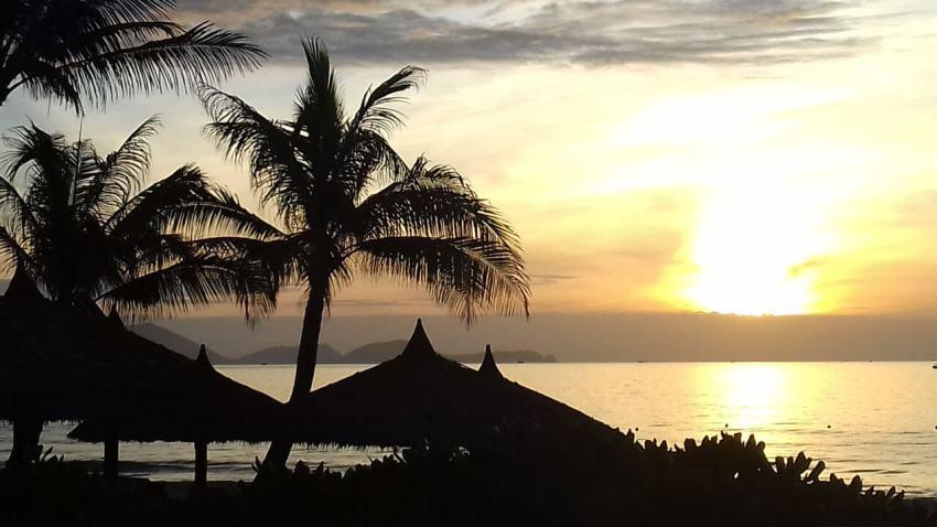 Закат на пляже Бай Дай