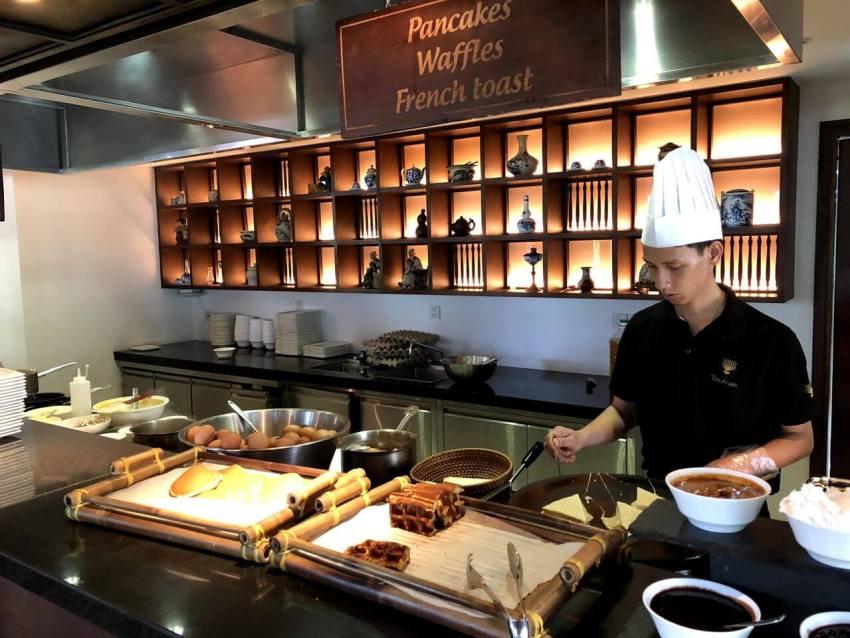 Ресторан в отеле The Anam