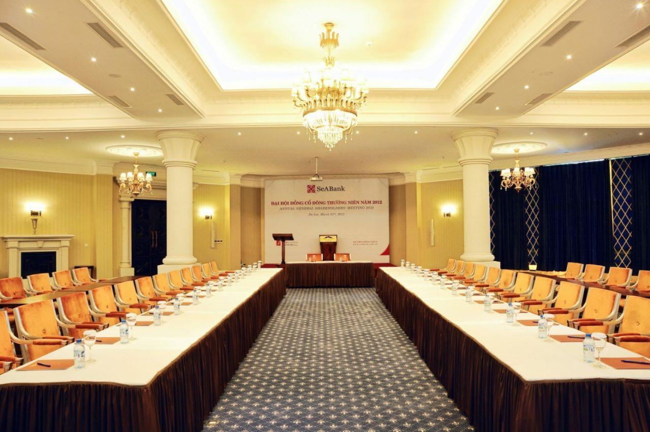 Зал для совещаний и конференций