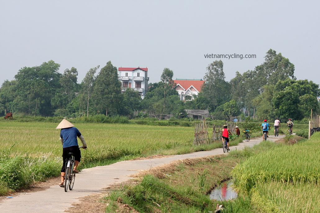 cycling hanoi countryside