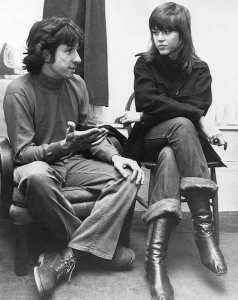 Tom Hayden and Jane Fonda in London in 1972. (AP)