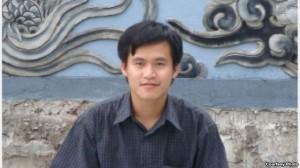 Nguyễn Tiến Trung sinh năm 1983 được mọi người biết đến qua các hoạt động cổ xúy dân chủ, đa đảng tại Việt Nam trong và sau khi anh du học từ Pháp về