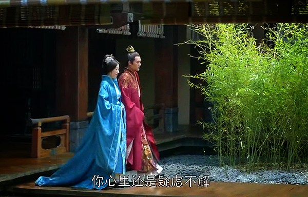 Prince Jing and his mother walking in a courtyard