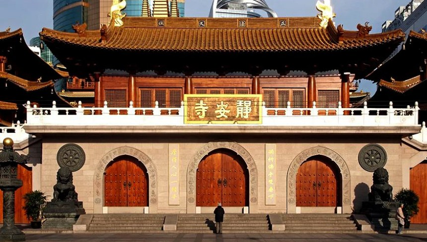 The front gate of Jin'an Buddhist Temple