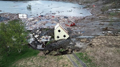 Huge landslide in Norway washes houses into sea
