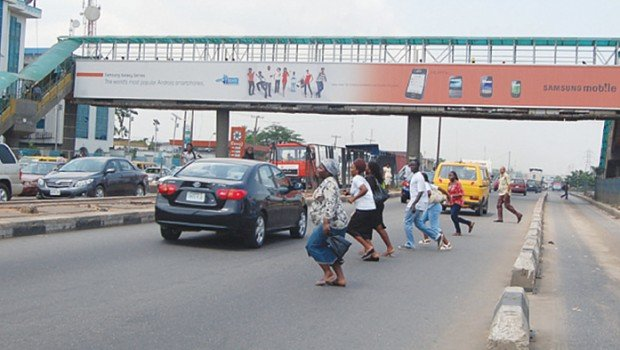 Ensuring stricter use of pedestrian bridges