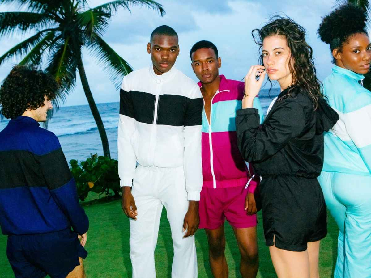 1524635539870738-american-apparel-re-launches-with-back-to-basics-campaign-16