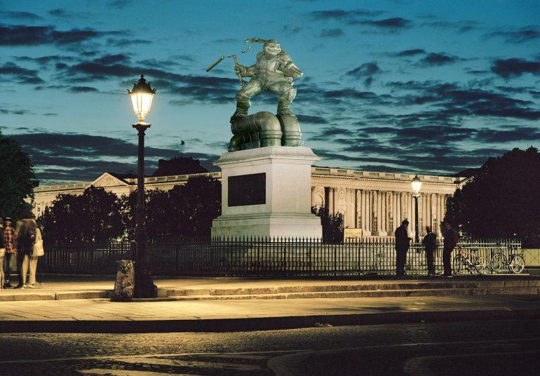 L'artiste Benoit Lapray transforme les statues de Paris en des hommages à la pop-culture