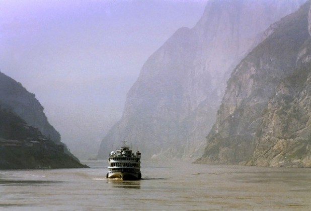 China's Yangtze River. Since 1990, half the rivers in China have disappeared. (Photo by cindyt7070, Creative Commons License)