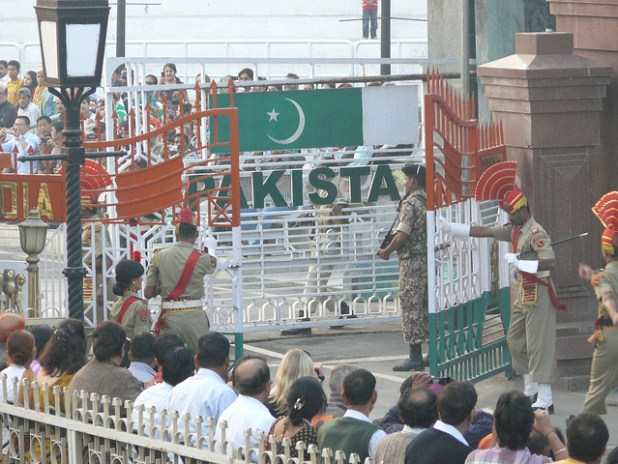 (Indian and Pakistani soldiers at the two countries border at Wagah. (Photo by ccarlstead, Creative Commons License)
