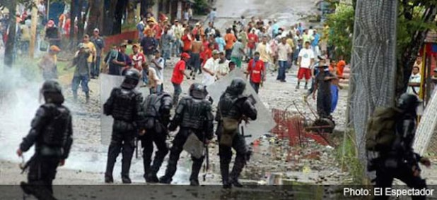 Colombian police teargas coca farmers in northern Taraza town during a protest against coca fumigation. (Photo by El Espectador, via Colombia Reports)