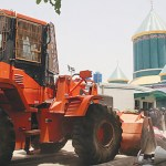 A police bulldozer removing barricades outside Dr Tahirul Qadri's Minhajul Quran headquarters in Model Town Lahore on June 17. (Photo by INP)