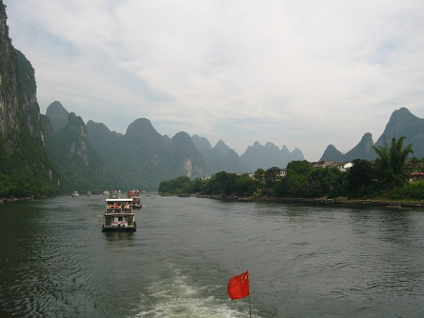 Li River in China. (Photo by Pedro Vásquez Colmenares, Creative Commons License)