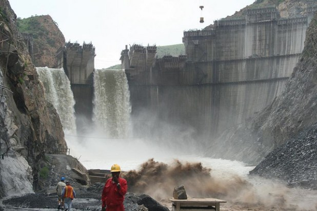 The Tekeze Dam is built on a tributary of the Nile in Ethiopia. (Photo by International Rivers, Creative Commons License)