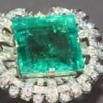 The 75 carat Hooker Emerald Brooch is part of the Gem and Mineral Collection of the Smithsonian National Museum of Natural History. The stone reputedly was once part of a stone worn by Ottoman ruler Abdul Hamid II. (Photo via Daily Sabah)