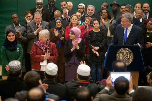 Mayor Bill de Blasio and Schools Chancellor Carmen Fariña announcing the public school Eid holidays at the PS/IS 30 in Brooklyn. (Photo via the Flickr page of the mayor's office)