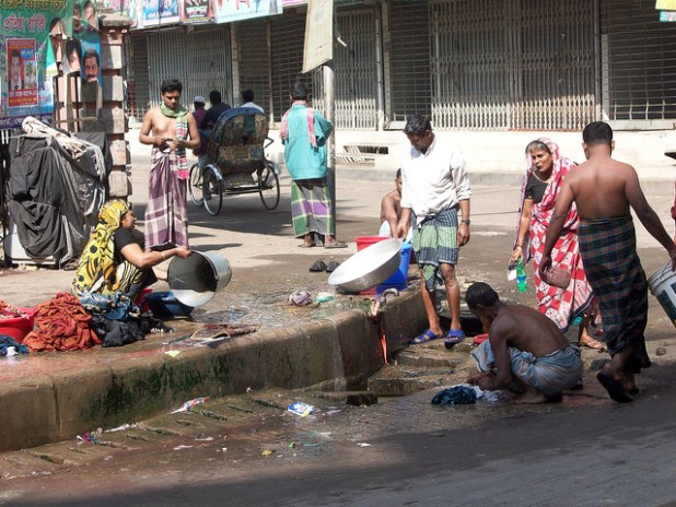 Washing and drinking in old Dhaka. (Photo by David Brewer, Creative Commons License)
