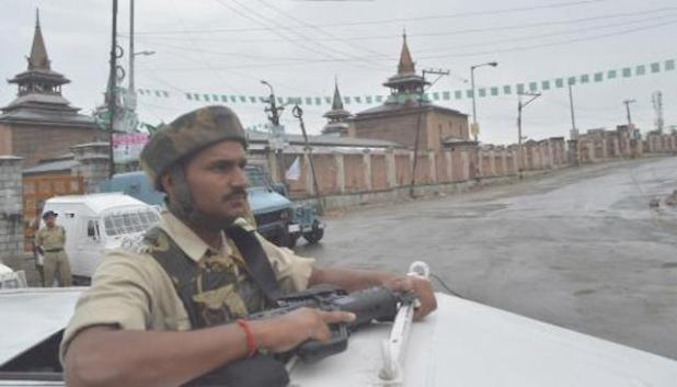 Authorities imposed restrictions in some parts of downtown area of Srinagar to thwart rally on martyrs' day in Kashmir on July 13. (Photo courtesy Kashmir Times/Qazi Irshad)