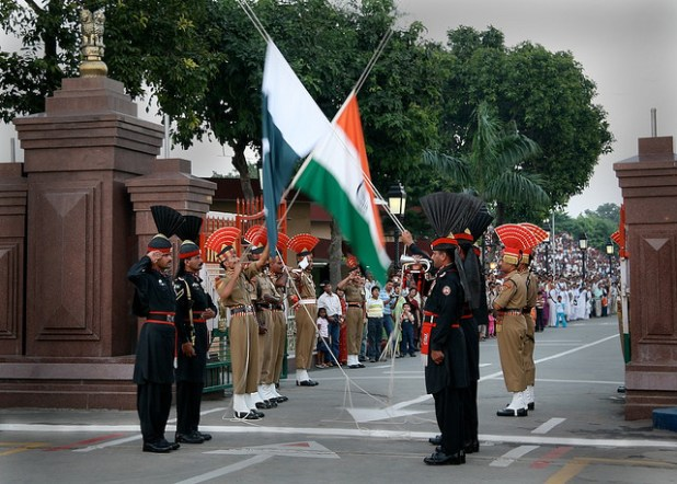 Pakistani and Indian troops lower their respective countries flags at Wagah border near Lahor. (Photo by Michael Foley, Creative Commons License)