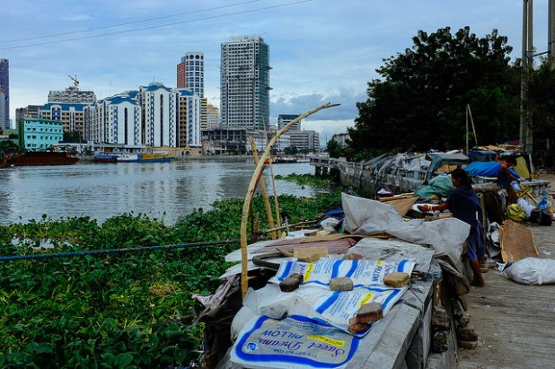 A view of Manila from a nearby slum. (Photo by Marcin Gabruk, Creative Commons License)
