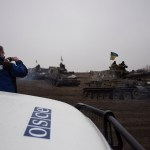 OSCE SMM monitoring the movement of heavy weaponry in eastern Ukraine. (Photo by OSCE Special Monitoring Mission to Ukraine, CC license)
