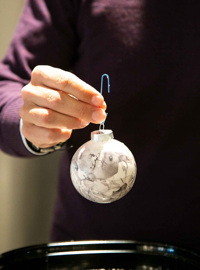 Marbled Ornament DIY Holiday Party Favors - Holiday Hosting | View the VIBE