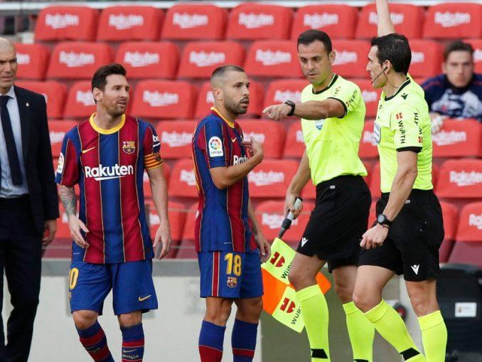 Un audio revelador prueba que el árbitro del Barcelona-Real Madrid ignoró una indicación clave en el penal de Ramos