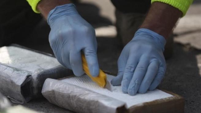 ¡Insólito! Joven pierde 40.000 euros en cocaína y llama a la Policía para encontrarla
