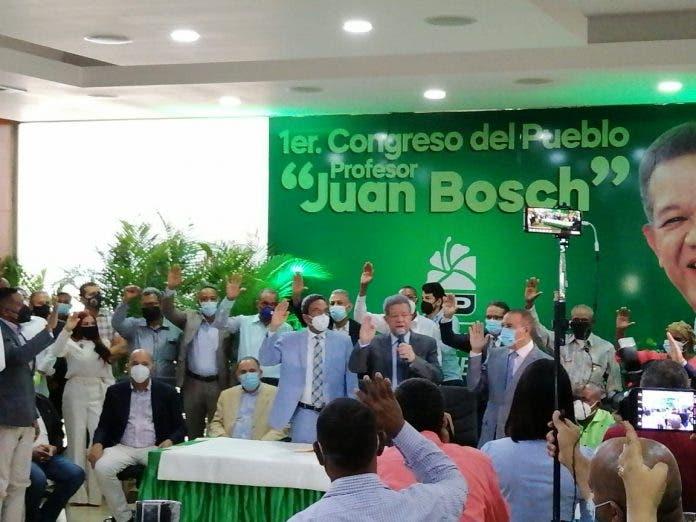 Senador Franklin Peña se juramenta en la Fuerza del Pueblo