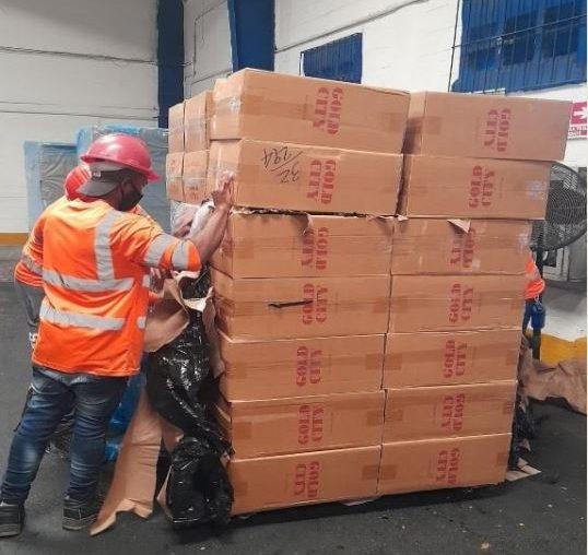 Aduanas decomisa 304,630 unidades de cigarrillos ilegales y 1,954 unidades de bebidas alcohólicas