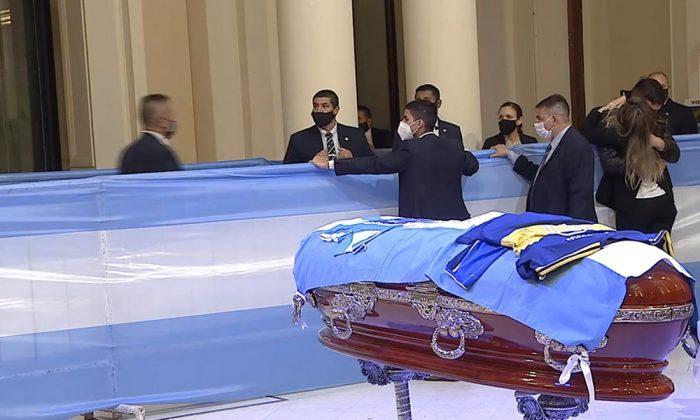Argentina le dio un gran adiós a Maradona