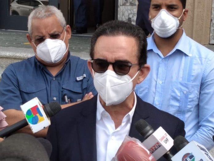 Abogado Carlos Salcedo califica de abusivo y arbitrario arrestos de exfuncionarios