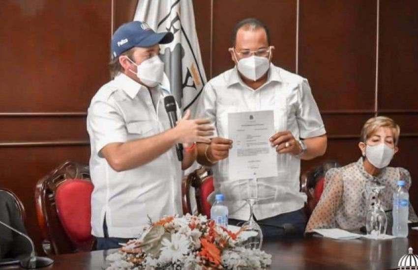 Gobierno entrega recursos para construcción mercado en Puerto Plata
