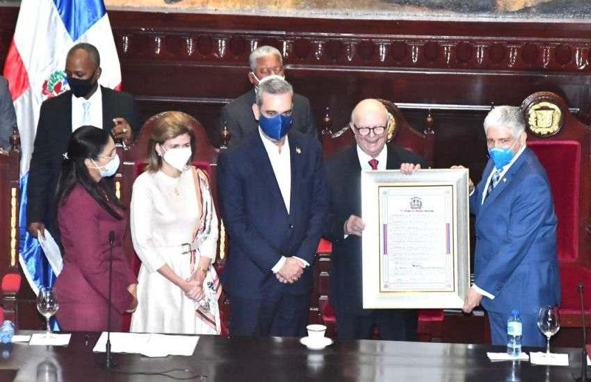 Senado reconoce a Hipólito Mejía por aportes al desarrollo de agro