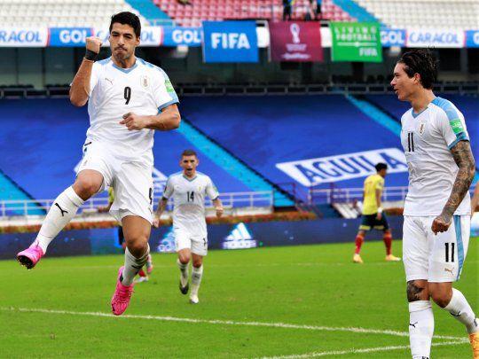 Uruguay le receta un 3-0 a Colombia