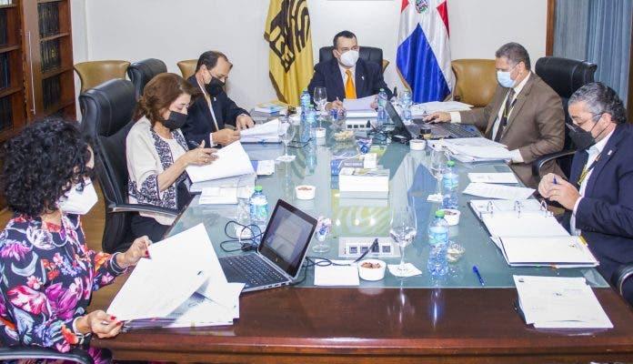 JCE suspende a funcionarios en el exterior e instruye auditar fondos