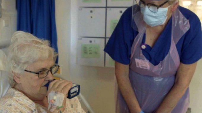 Reino Unido inicia primeras pruebas con interferón beta en pacientes de covid