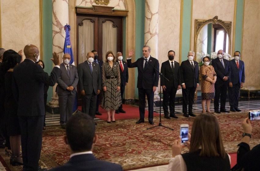 Presidente Luis Abinader juramenta jueces de las altas cortes