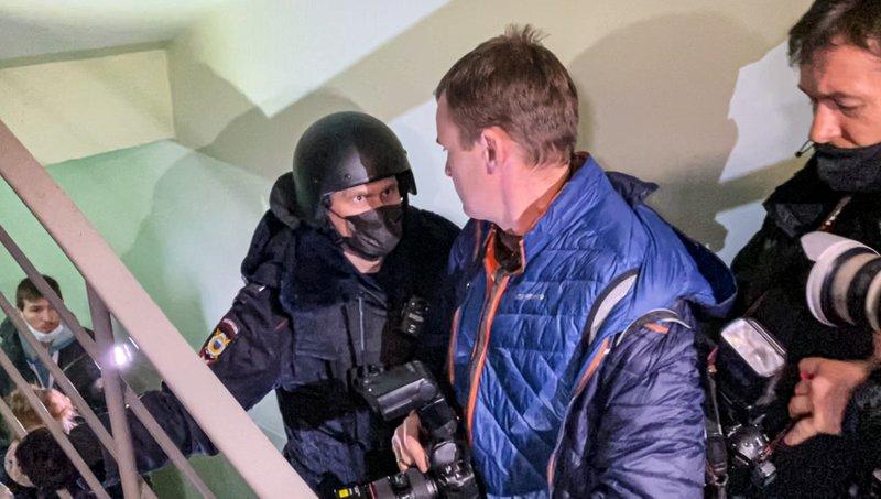 Rusia detiene a aliados de líder opositor preso Navalny