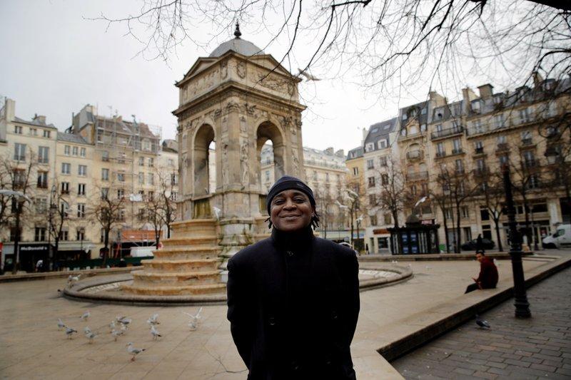 Demanda colectiva acusa a policía francesa de discriminación
