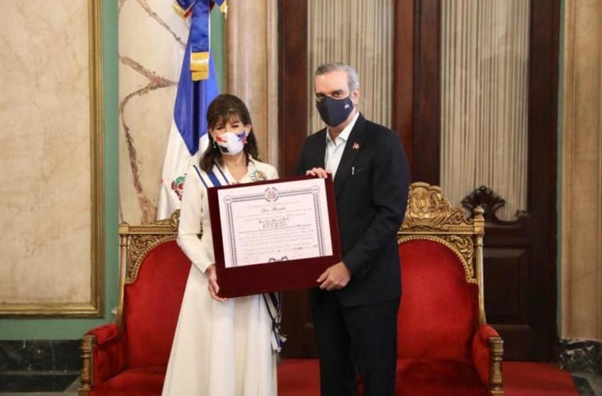 Presidente Abinader otorga la Orden al mérito de Duarte, Sánchez y Mella a embajadora de EE.UU.