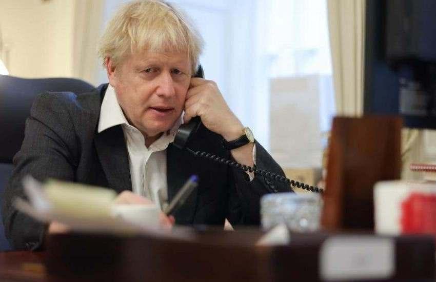 """Boris Johnson avisa de un """"endurecimiento"""" de las restricciones por la covid"""